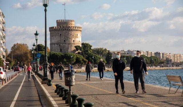 Θεσσαλονίκη : Γυναίκα κυκλοφορούσε γυμνή στο κέντρο της πόλης